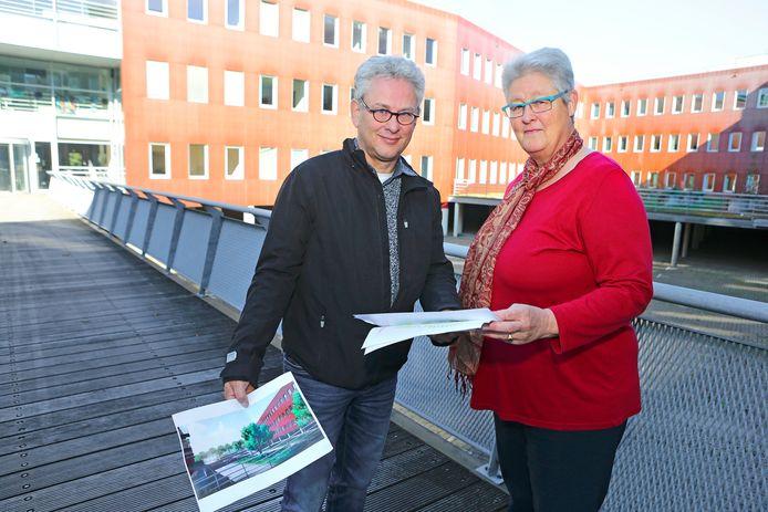 Wim de Gruijter van eigenaar De Waal  en Elmy Liefferink van woningbouwcorporatie Portaal die Meander gaat verhuren.