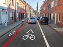 Het einde van de Magdalenastraat: om de fietsers vanuit de andere richting te beschermen, komen er paaltjes.