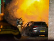 Elektrische auto gaat in vlammen op in Soest