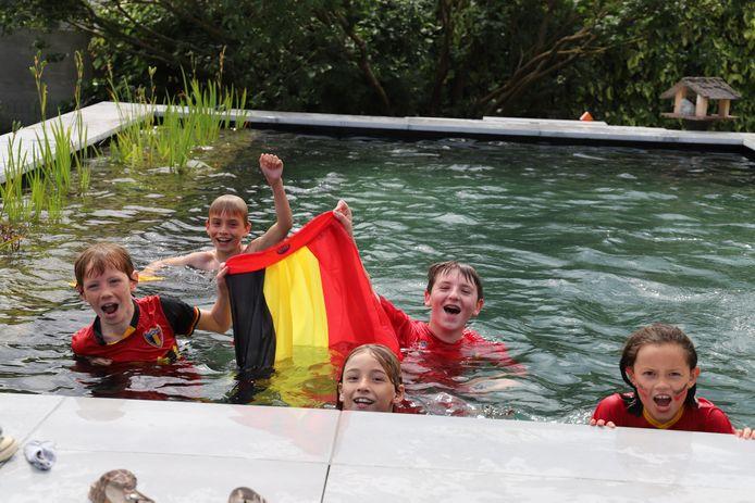 #REDCHALLENGE Van dansende Chiro en polonaise tot zwemmende Duiveltjes: Halle kleurt zwart-geel-rood na uitdaging van Eden Hazard