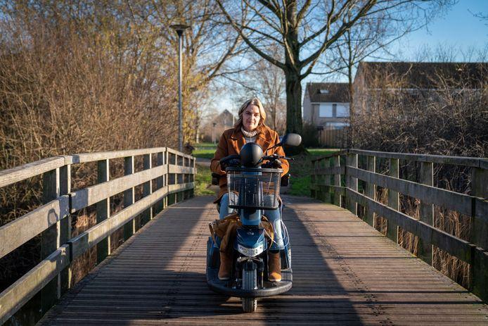 Wanda Abbing uit Arnhem kan door nieuwe beleidsregels vanaf april geen gebruik meer maken van de speciale regiotaxi.