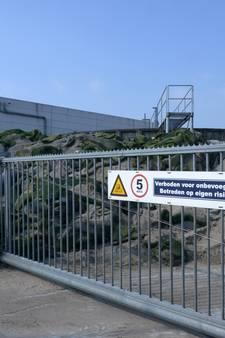 Kunstgrasmatten in Rijsbergen verwijderd op last van gemeente
