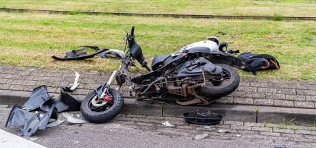 Scooterrijder gewond bij botsing met auto in Tilburg