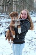 Melanie Meijer met een jonge Gohya. De hond is nu 4 jaar oud.