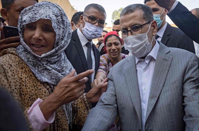 De Marokkaanse premier Saadeddine El Othmani begroet kiezers tijdens een campagnebezoek aan Sidi Slimane Beeld Fadel Senna / AFP