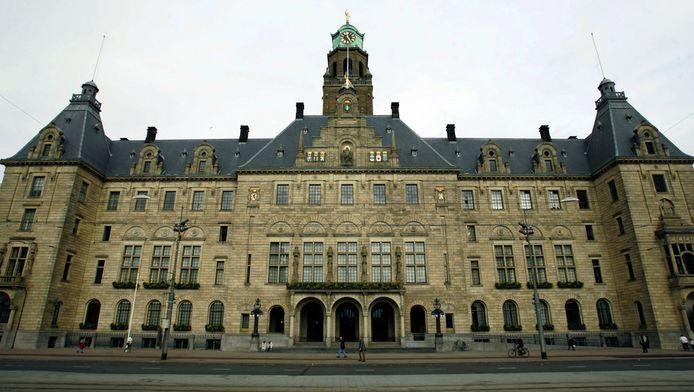 Het stadhuis van Rotterdam aan de Coolsingel.
