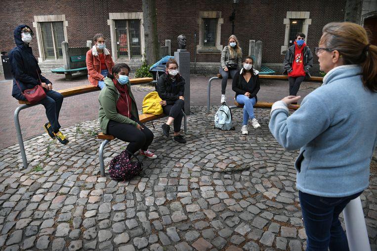 Op het University College Roosevelt in Middelburg krijgen studenten buiten les als het enigszins kan. Beeld Marcel van den Bergh / de Volkskrant