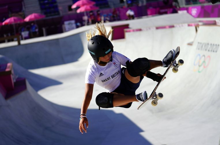 De Britse Sky Brown (13 jaar) op training in het Ariake Skateboard Park. Beeld Photo News