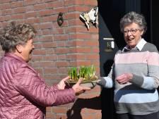 Mierlose gasten van de Zonnebloem verrast met een paasarrangement