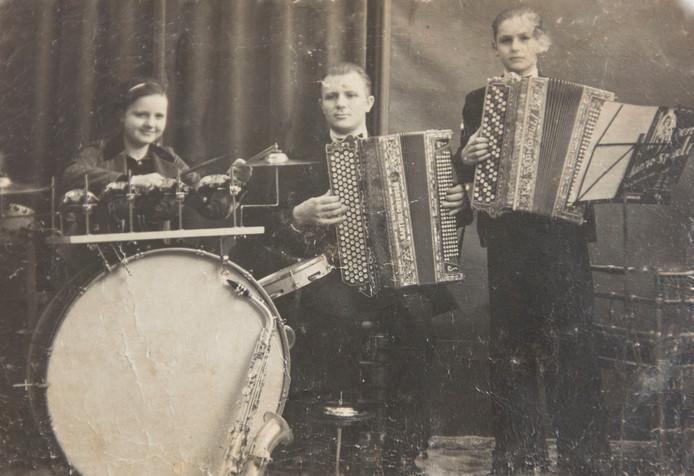 Addy Kleijngeld (rechts) trad als kind al op met zijn vader en zus.