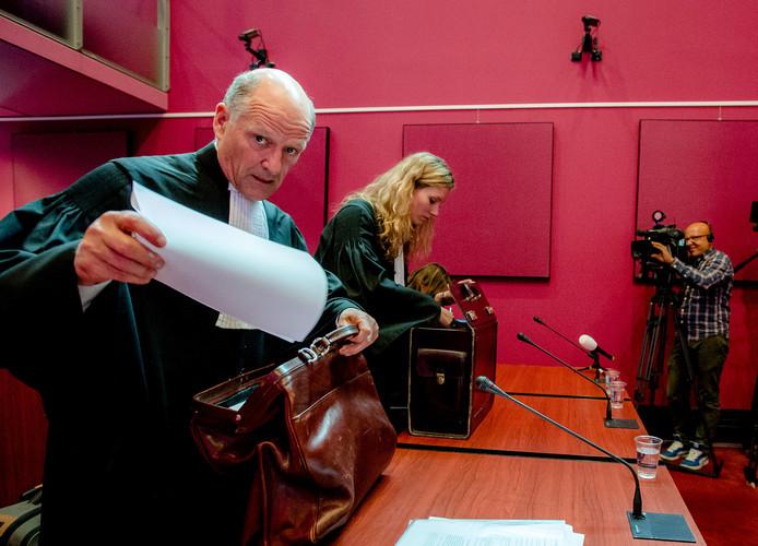 Advocaat Bas le Poole (L) van RTL 5 tijdens de rechtszaak