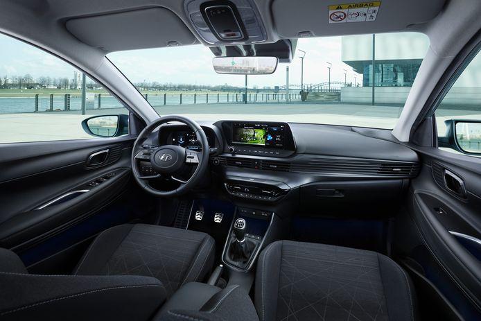 Het dashboard - hier mét het grote scherm en digitaal instrumentenpaneel - is bekend uit de i20