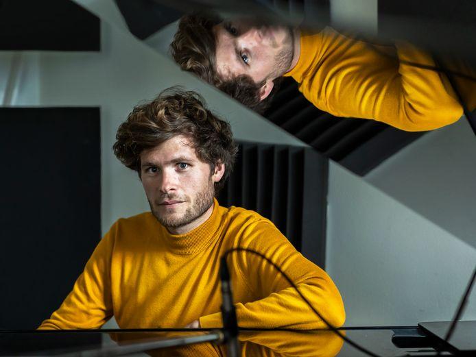 """Jochem Weierink (31) is componist en maakt trailermuziek voor wereldberoemde tv-series en films. ,,Muziek is onmisbaar bij trailers. Zet maar eens een trailer aan zonder geluid, dat lijkt nergens op."""""""