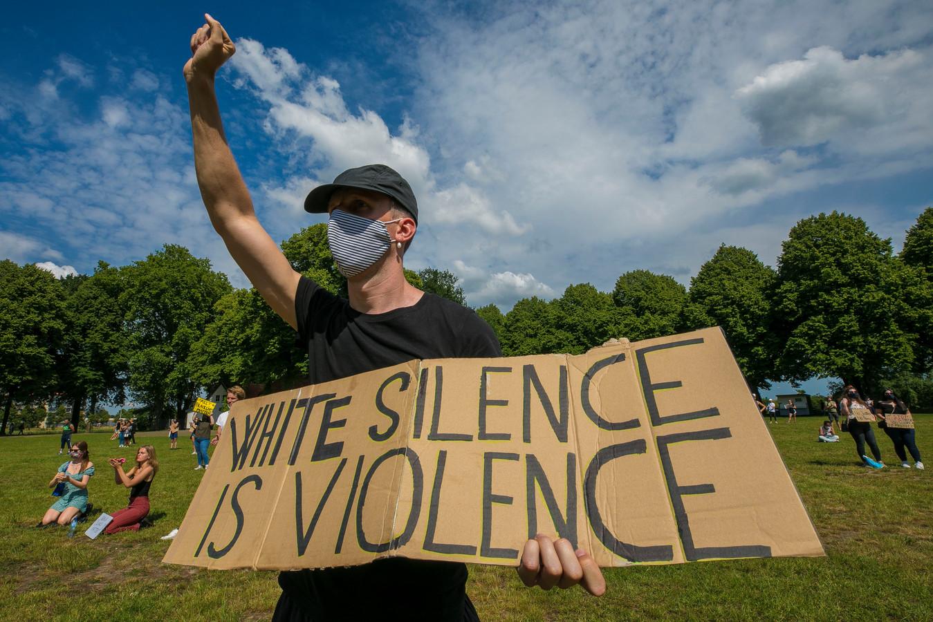 'White silence is violence' - Black Lives Matter demonstratie op de Pettelaarse Schans 's-Hertogenbosch.