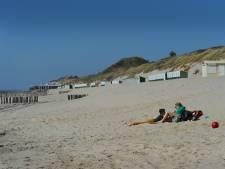 Geen noodtoiletten op het strand. Je mag weer naar de wc bij een strandtent (maar niet overal)