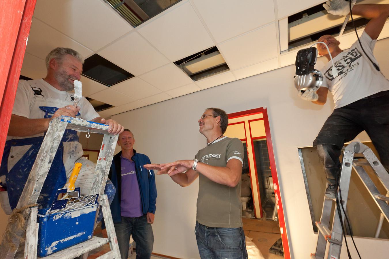In 2011 werd buurthuis De Ridder nog flink opgeknapt, nu moet het dicht. Waarom is er 'geen geld' voor buurthuizen en wel voor theater Castellum, vraagt voorzitter Henk van der Zwaard zich af.