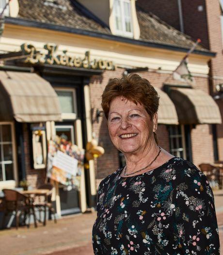 Bertha Tackenkamp staat al 50 jaar in De Keizerskroon in Ruurlo: 'Toen ik begon was Geert net 4 jaar'