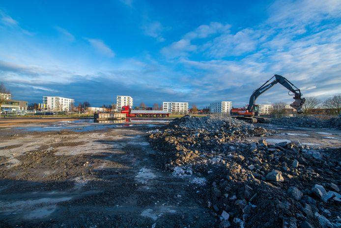 Alleen enkele puinhopen herinneren nog aan de bouwmarkt die op deze plek in Apeldoorn-Noord stond.