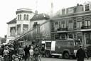 In actie bij een zolderbrand aan de Kriekenmarkt in 1977.