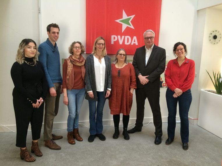 De toppers op de lijsten van de PVDA provincie Antwerpen: Manal Toumi, Jos D'Haese, Greet Daems, Tanja Deprez, Annemie Tibos, Peter Mertens en Lise Vandecasteele. Beeld MLS