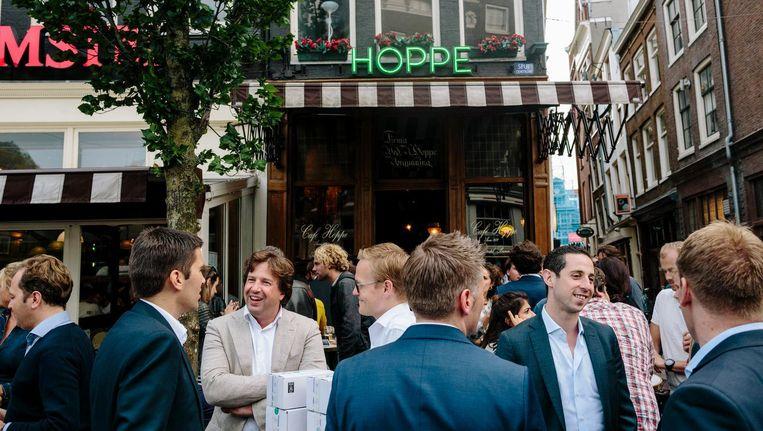 De borrel op vrijdag is bij Hoppe nog echt Amsterdams Beeld Marc Driessen