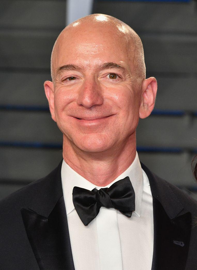 Jeff Bezos, die 136 miljard dollar waard is, zegt kosten noch moeite te zullen sparen om de strijd met de tabloid aan te gaan. Beeld AFP