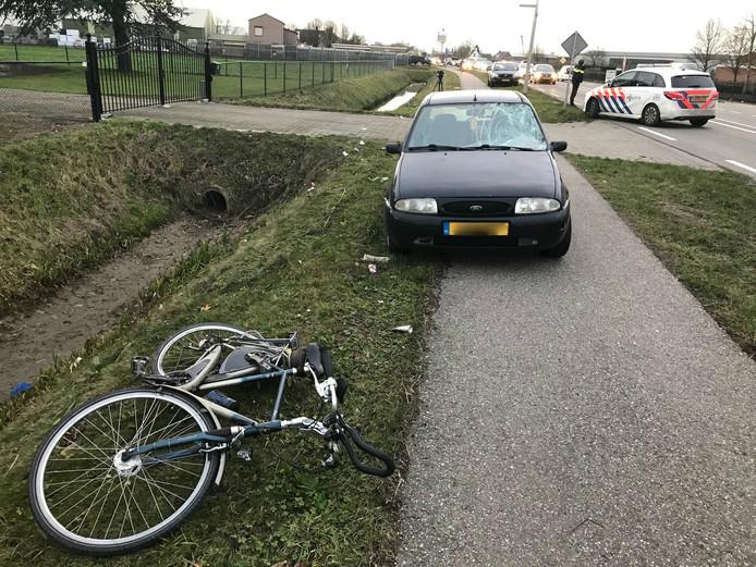 Fietser zwaargewond bij aanrijding met auto in Velddriel