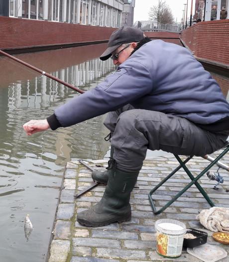 De nieuwe havenkom in Almelo zit al barstensvol met vis