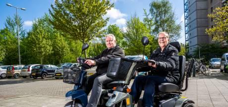 Rob (68) en Maria (63) dolblij met slimme scootmobielen: 'Telefoontje als er een probleem is'