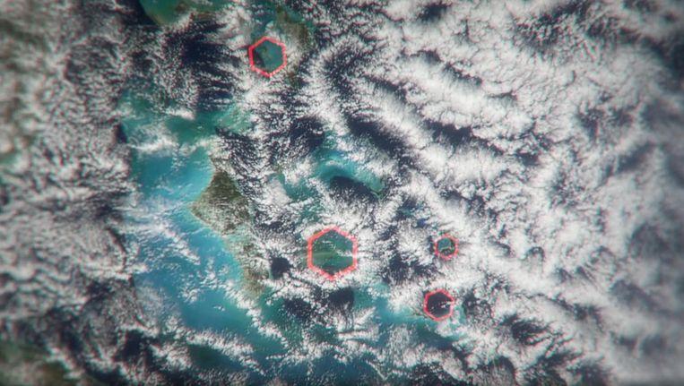De zeshoekige wolken die volgens Science Channel de mysteries van de Bermudadriehoek zouden verklaren.