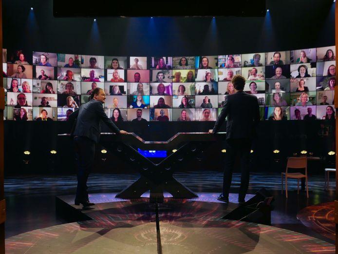 Even Tot Hier met Niels van der Laan en Jeroen Woe en het publiek op de schermen