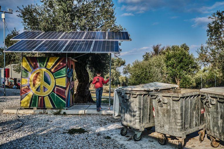 Zonnepanelen in Kara Tepe. Beeld Joris van Gennip