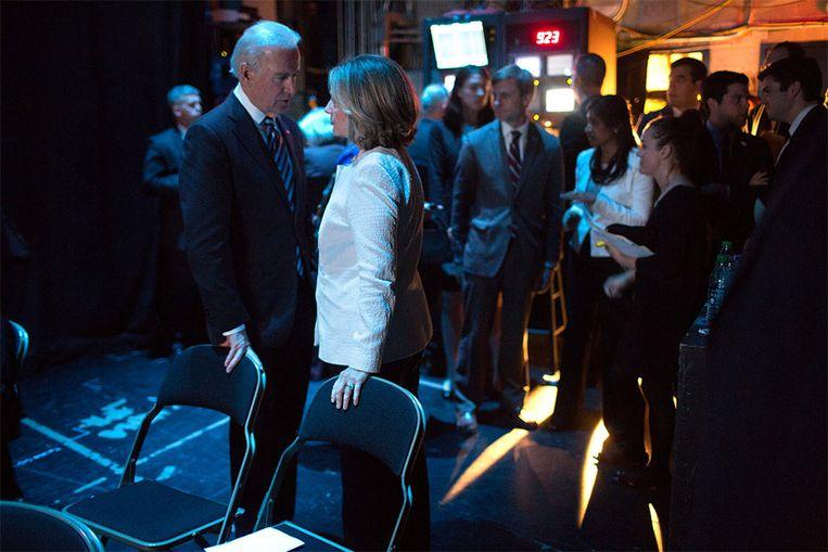 Biden en Clinton in 2013 in overleg tijdens een conferentie in Washington. Het tweetal is goed bevriend met elkaar. Clinton overlegde regelmatig met Biden in zijn privé-woning toen zij minister van Buitenlandse Zaken was. Beeld White House Photo