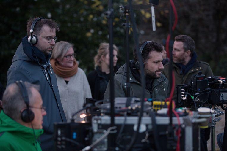 Op de set van 'Undercover', Nico Molenaar staat helemaal links.