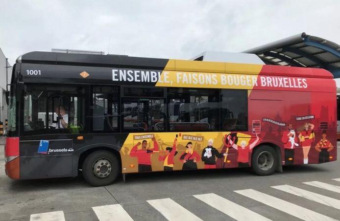 Deux bus de la Stib ont été également décorés aux couleurs des Diables Rouges. Ils circuleront sur l'ensemble du réseau durant l'entièreté du championnat.