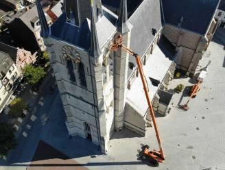 Schilderwerken aan Sint-Amandskerk sneller klaar dan verwacht: doorgang achter kerk weer open