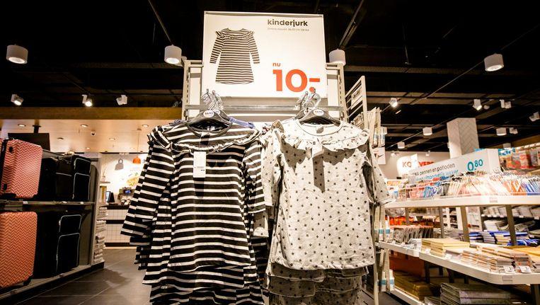 Genderneutrale aanduiding bij kinderkleding tijdens de opening van de HEMA-pilotstore. Deze nieuwe formule van de winkelketen wordt doorgevoerd in de grote Benelux-winkels. Beeld anp