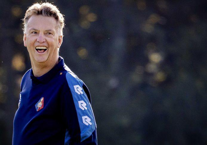 Louis van Gaal geniet op de training bij Telstar.