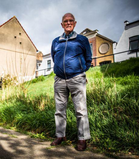 Pieter van der Linden (89) overleefde twee luchtaanvallen: 'Je besefte niet wat er aan de hand was'