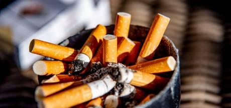 Raadslid ergert zich aan uitblijven rookvrije zones in Twenterand en dreigt asbak zelf te verwijderen