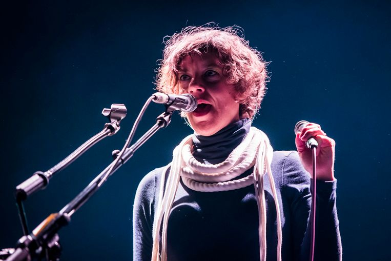 Merrill Garbus van Tune-Yards in concert in het Roundhouse, London, maart 2018.  Beeld Photo News