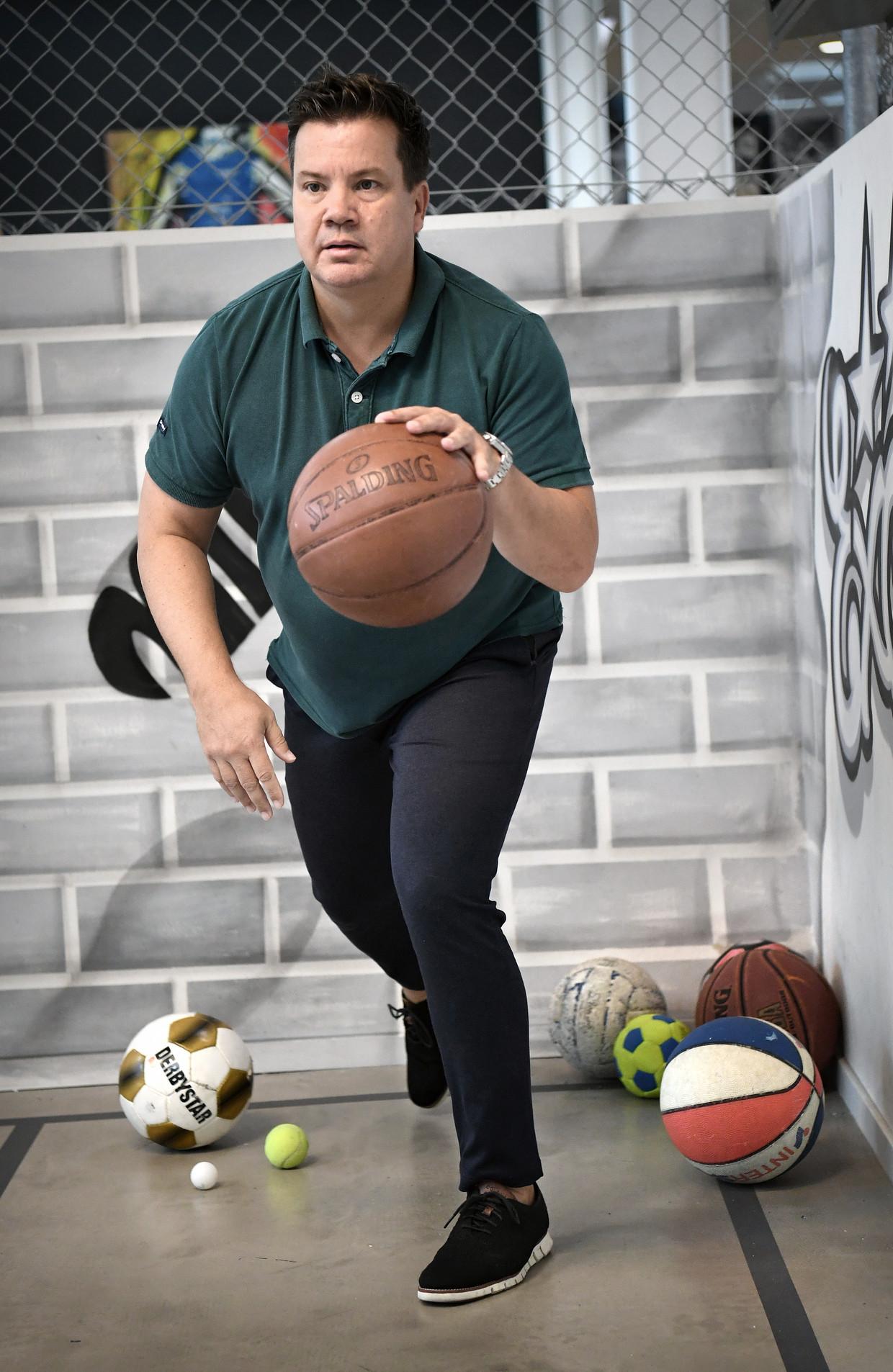 Bob van Oosterhout, directeur en oprichter van sportmarketingbureau Triple Double, over 2020: 'Het beste slechtste jaar ooit'.  Beeld Marcel van den Bergh / de Volkskrant