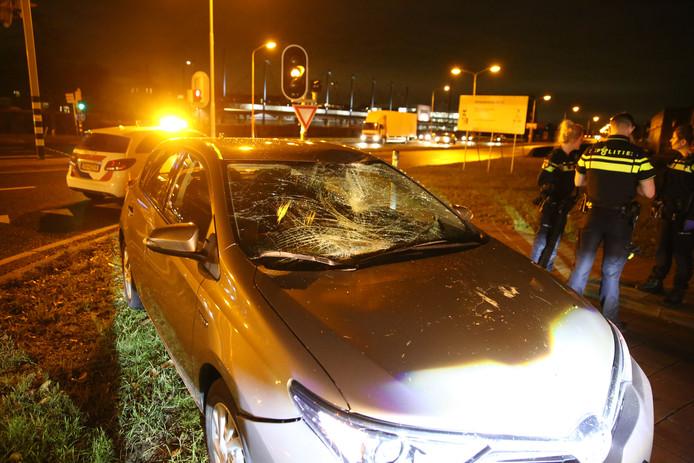 De auto raakte ook zwaar beschadigd door de klap