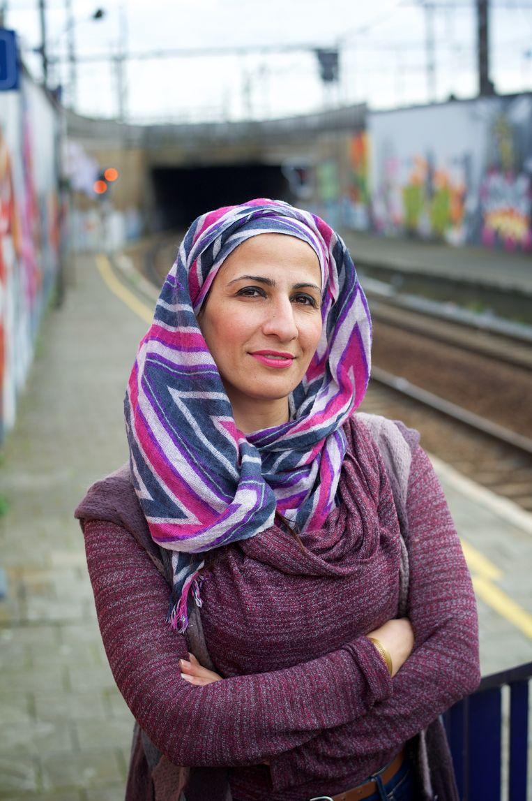 De Palestijns-Vlaamse dichteres en journaliste Fatena Al-Ghorra, die ook poëziesalons organiseert: 'Wild.' Beeld ID / Patrick De Roo