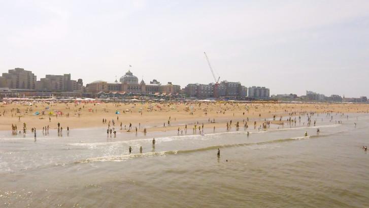 Timelapse: strand bij Scheveningen stroomt vol