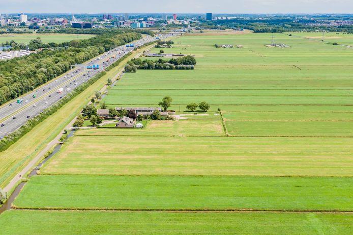 De polder Rijnenburg is het gebied tussen knooppunt Ouderijn, de A12 en de A2 en wordt omringd door de Heijcopperkade en de Ringkade.
