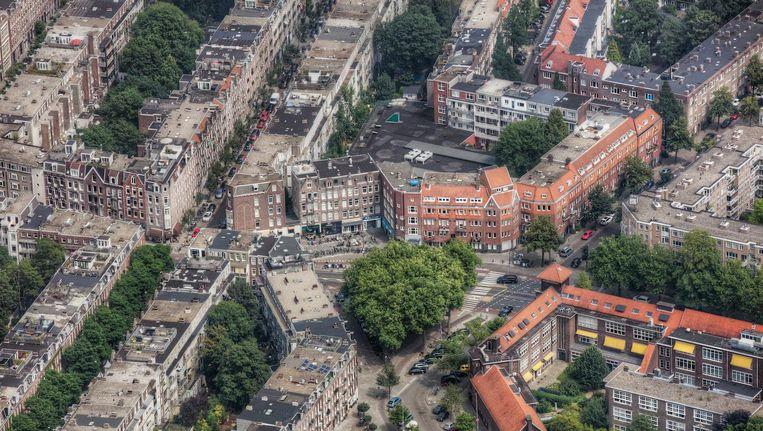 Het Cornelis Troostplein. Rechtsboven de Lutmastraat en de Karel du Jardinstraat, links de Rustenburgerstraat Beeld Peter Elenbaas