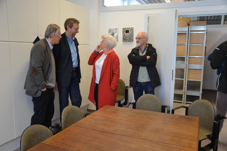 Bezoekers maken kennis met de nieuwe publieksruimte van het stadsarchief.