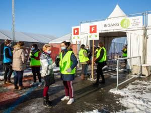 """""""Antwerpenaren, laat jullie vaccineren"""": gemeenteraad eensgezind achter oproep van meerderheidspartijen"""