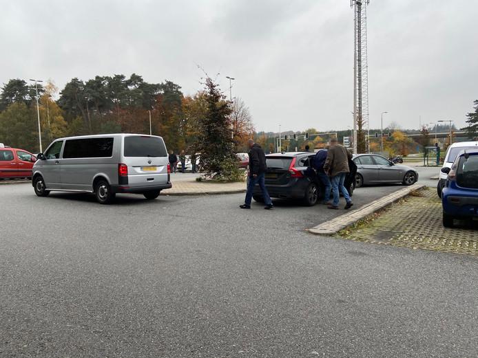 Een 54-jarige man uit Driel is vrijdagmiddag aangehouden door meerdere agenten in burger.
